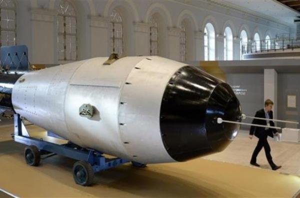 اختلافات دموکرات ها و جمهوری خواستار بر سر مدرن سازی تسلیحات اتمی